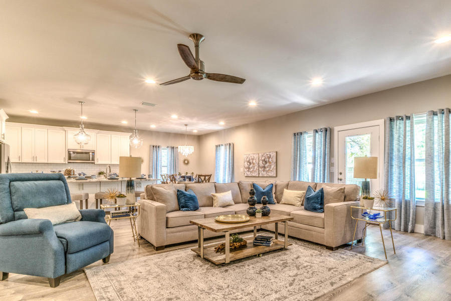 Family room at 27 Reddin Brunson Rd, DESTIN, FL