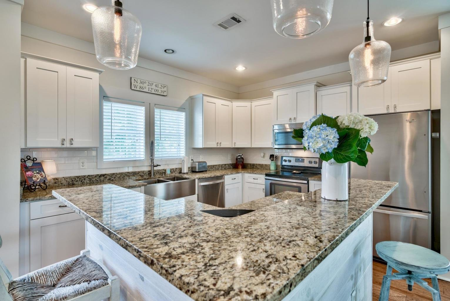 Listing 817727 - kitchen