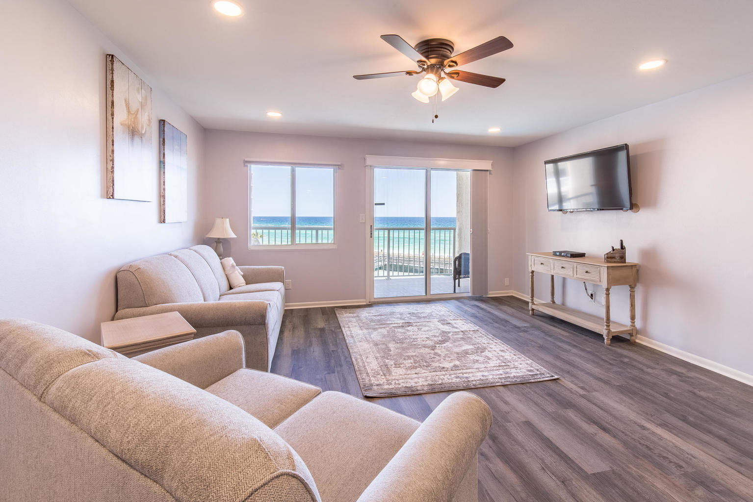 Living room in Destin condo in Holiday Surf & Racquet Club