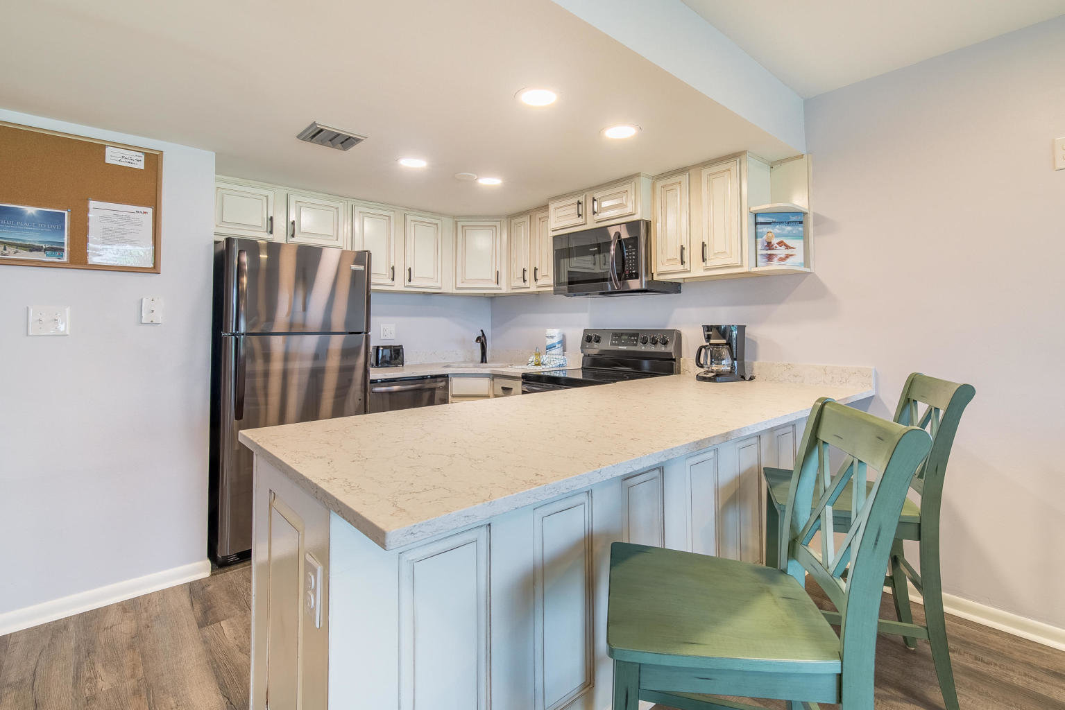 Kitchen in Destin condo in Holiday Surf & Racquet Club