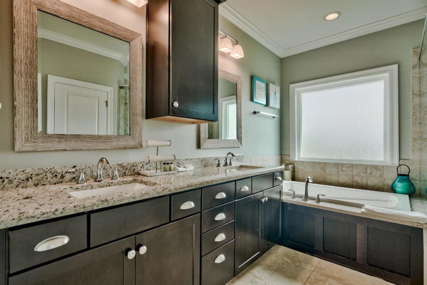 Miramar Beach home in Treasure Sands - master bath