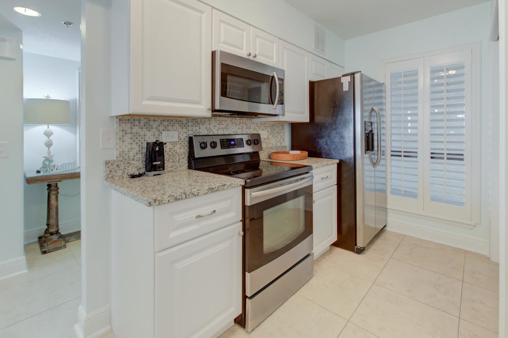 Mainsail condo stainless steel appliances