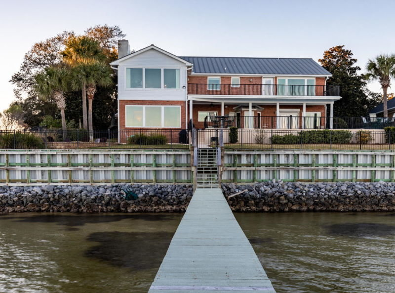 Bayfront home in Shalimar, Florida