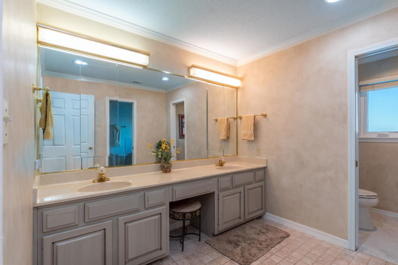 Master bath in Shalimar, FL waterfront home